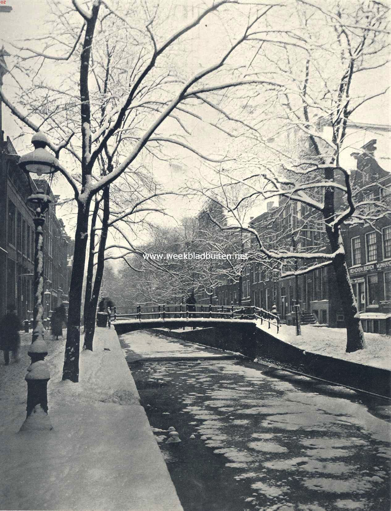 Winter aan den Oudezijds Achterburgwal te Amsterdam